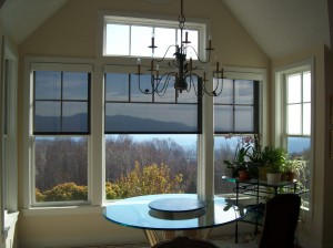 Interior w_Round Table