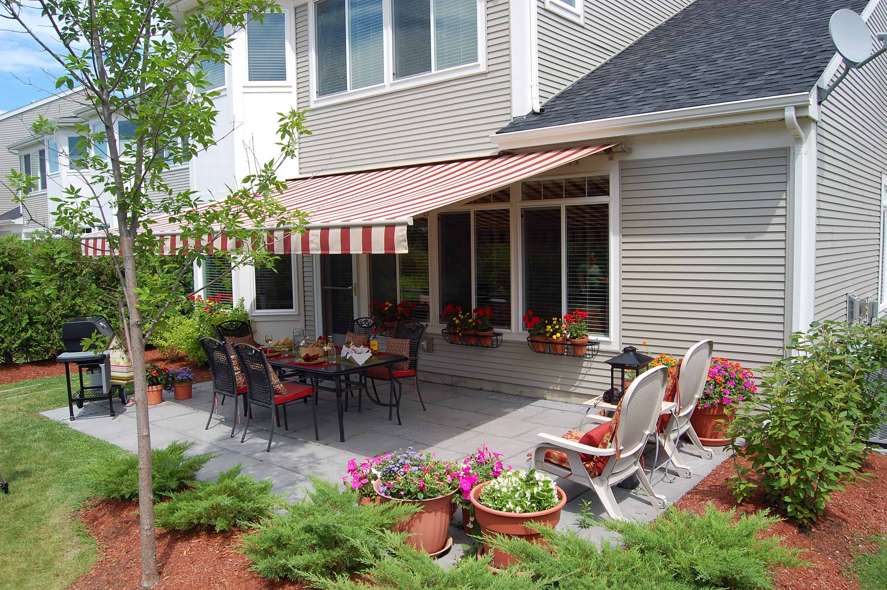Outdoor Summer Dining Under The Awning Otter Creek Awnings